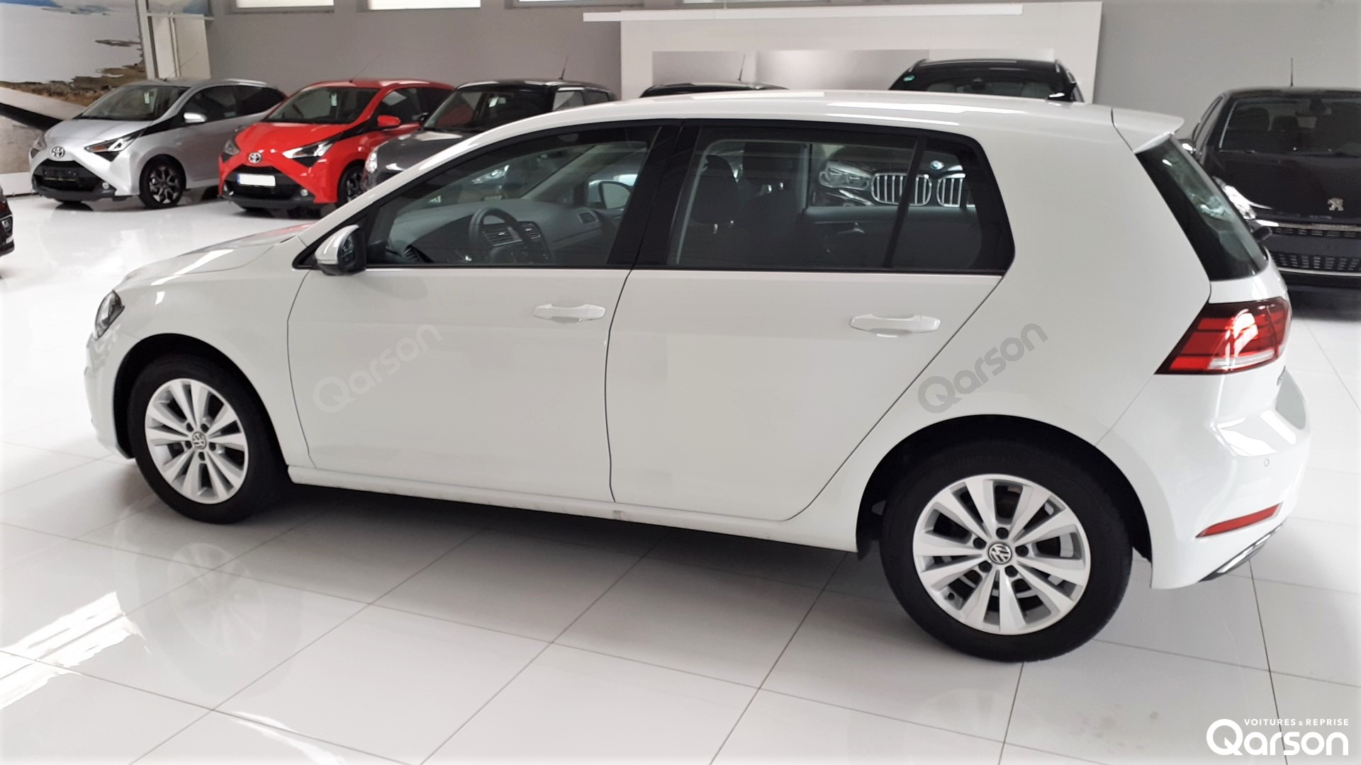 Vue profile gauche VW Golf 5P