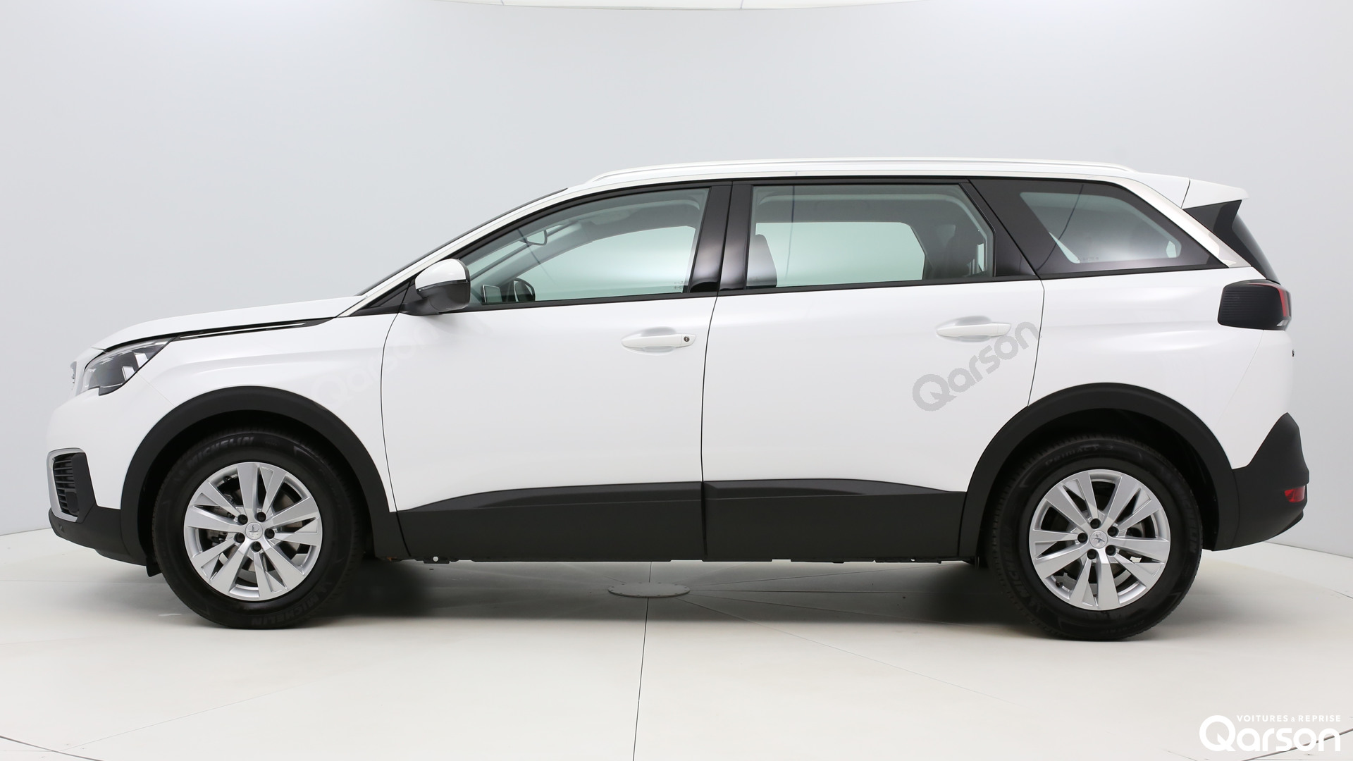 Vue profile gauche Peugeot 5008