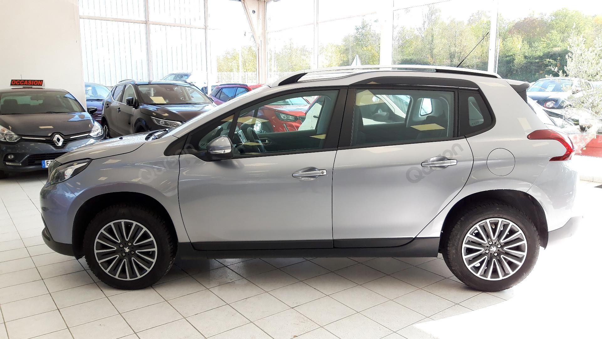 Vue profile gauche Peugeot 2008