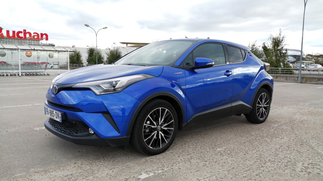 C-HR DISTINCTIVE