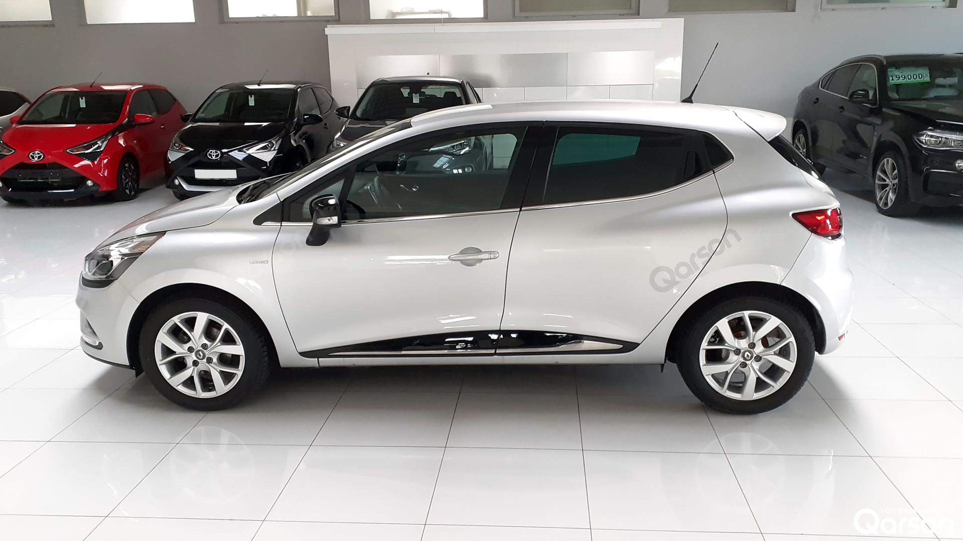 Vue profile gauche Renault Clio 5P