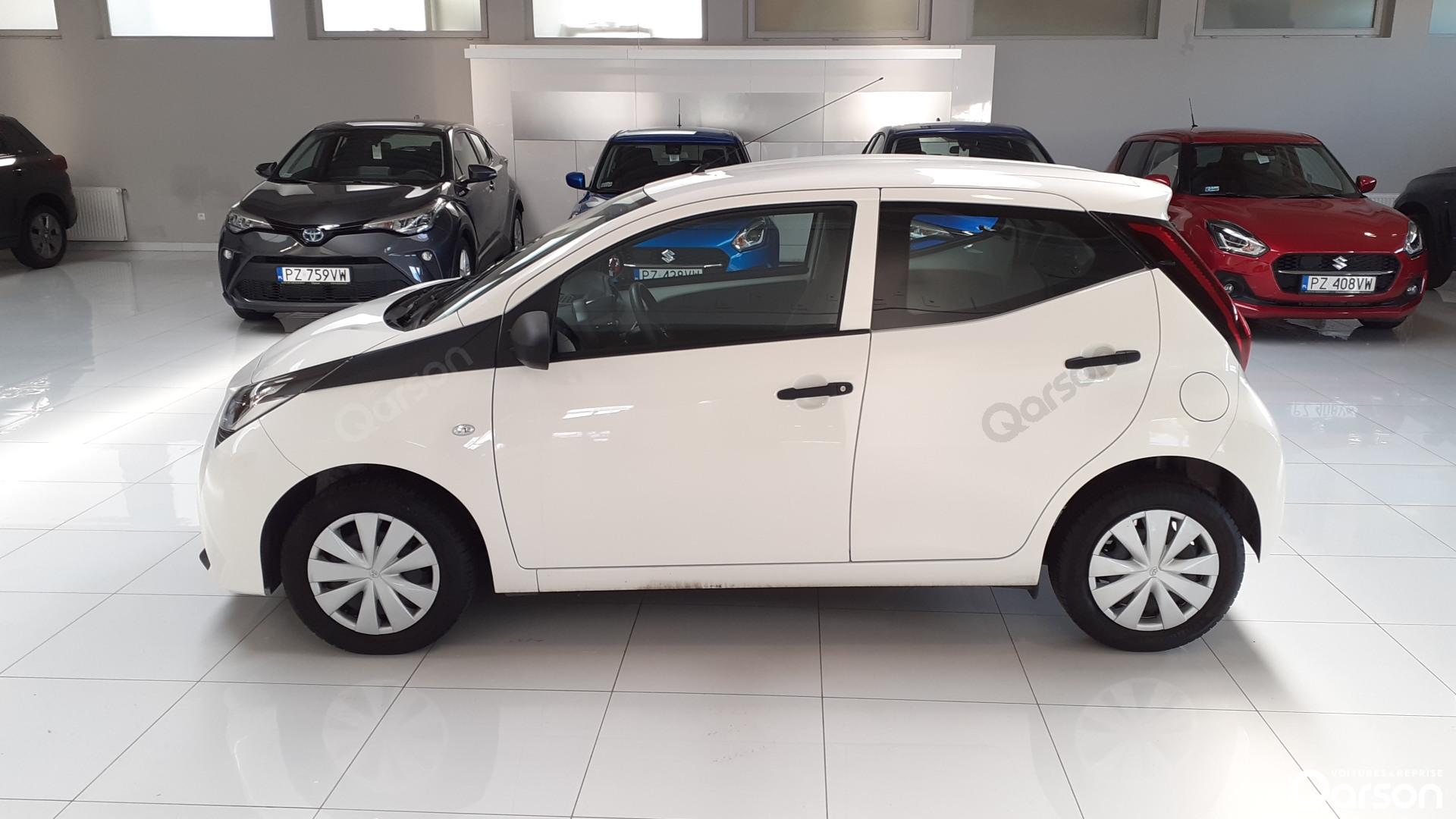 Vue profile gauche Toyota Aygo 5P