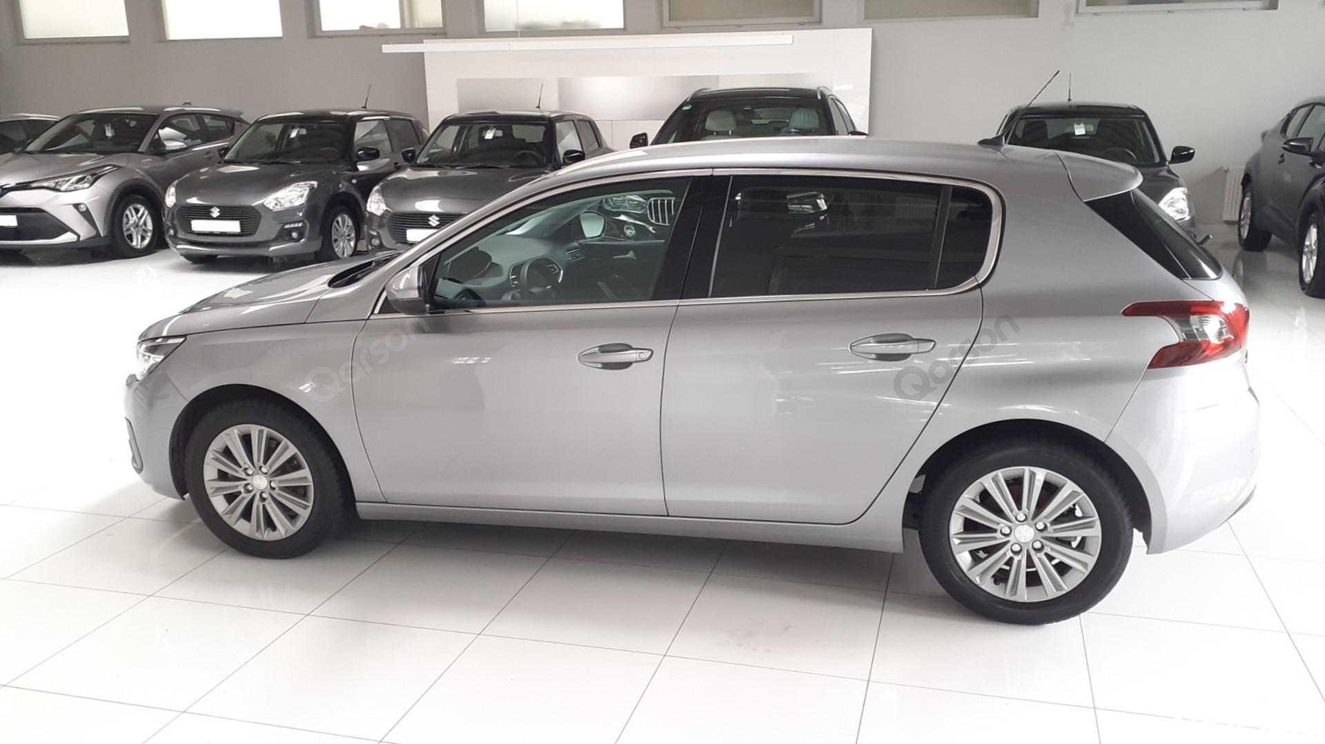 Vue profile gauche Peugeot 308 5P
